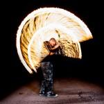 Langzeitbelichtung der Feuertanzgruppe Corvus Ignitus